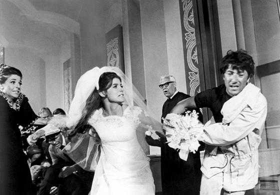 'Ben' salva 'Elaine' durante o casamento.